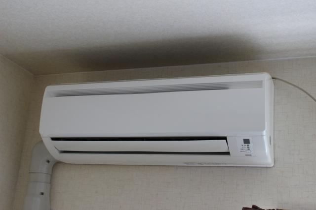どっち 除湿 安い が 電気 冷房 と 代